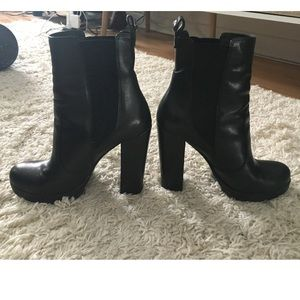 Vince Camuto Shoes - Vince Camuto Black leather boots/booties size 7